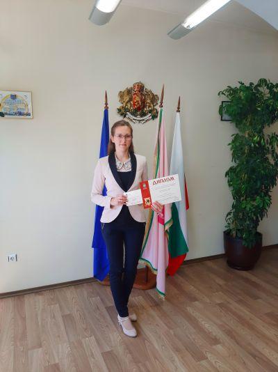 Награждаване на отличилите се в конкурсите, организирани от Община Казанлък по повод честването на 11 май и 24 май. - Изображение 4