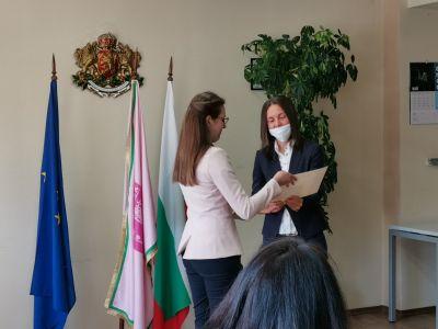 Награждаване на отличилите се в конкурсите, организирани от Община Казанлък по повод честването на 11 май и 24 май. - Изображение 7